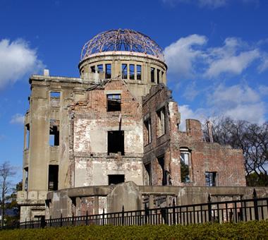 原爆ドーム、平和記念公園
